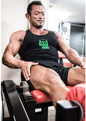 フィットネスジムで筋肉トレーニング